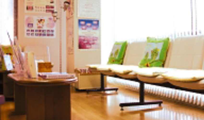 米沢歯科クリニック 受付を含む写真
