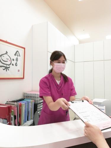 らぶ歯科医院 受付を含む写真