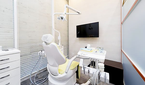 目黒駅前セントラル歯科 診療室内を含む写真