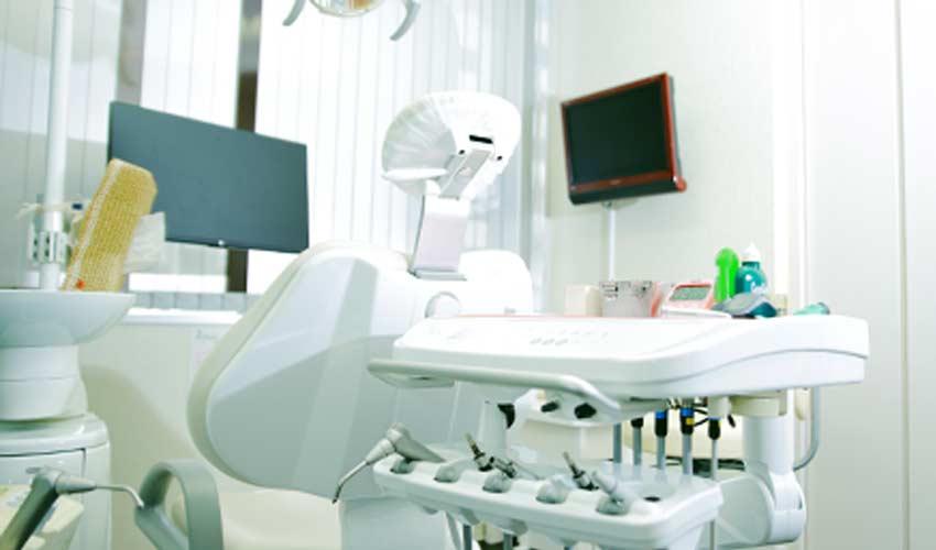 田辺歯科医院 診療室内を含む写真