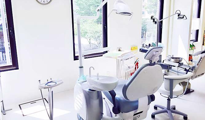 札幌高輪歯科 診療室内を含む写真