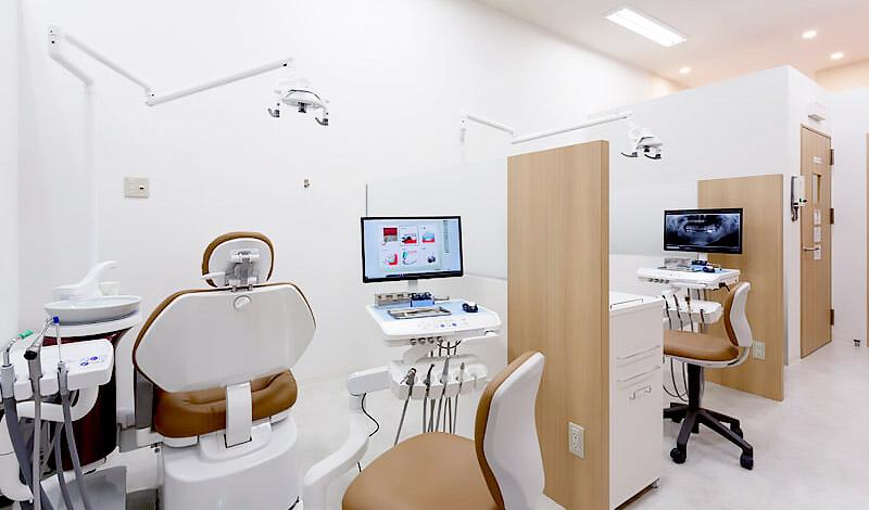 森ノ宮ファミリー歯科 診療室内を含む写真