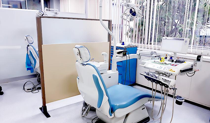 カドマエ歯科医院 診療室内を含む写真