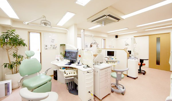 北村歯科医院 診療室内を含む写真