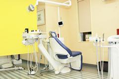 高橋歯科 診療室内を含む写真