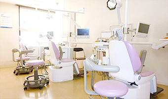 クレセント歯科クリニック診療室内を含む写真