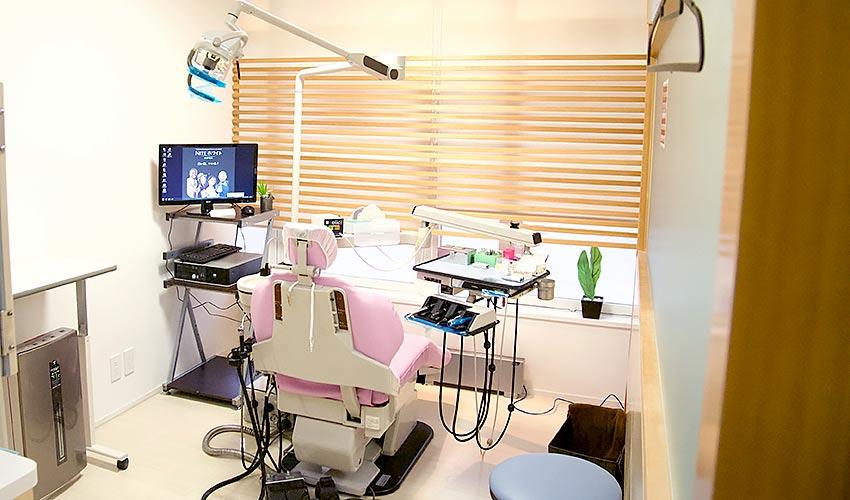 スマイルオフィスデンタルクリニック 旭ヶ丘院 診療室内を含む写真