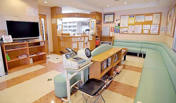 こばやし歯科医院 診療室内を含む写真
