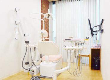 ひらの歯科医院 診療室内を含む写真