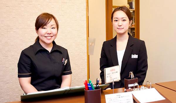 松本歯科医院 受付を含む写真