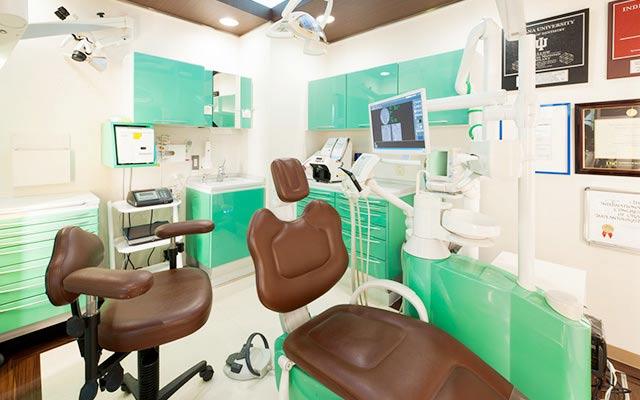 山手歯科クリニック 診療室内を含む写真