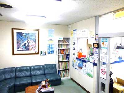 山田歯科医院 受付を含む写真
