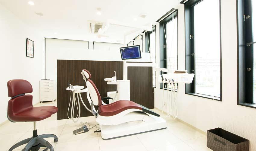 広域医療法人 白翆会 岡崎デンタルオフィス 診療室内を含む写真