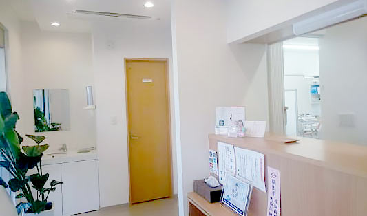 あざみ野ポプラ歯科クリニック 診療室内を含む写真