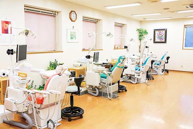 さつき歯科医院 診療室内を含む写真