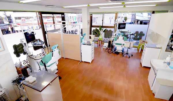つるせ三国歯科 診療室内を含む写真
